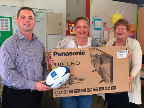 """CrestClean National Sales Manager Chris Barker presented Freemans Bay School Principal Sandra Jenkins and Machelle Whaea with a 32"""" Panasonic TV and 9 LeslieRugby balls."""