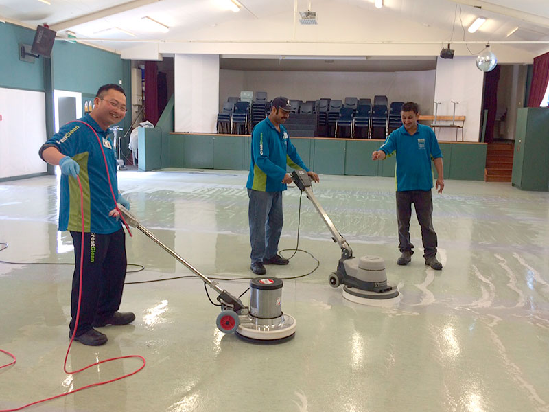 Waikato/BOP Quality Assurance Co-ordinator Jason Cheng completed a hard floor care training course alongside franchisees in Hamilton, under the watchful eye of trainer Praneel Prasad.