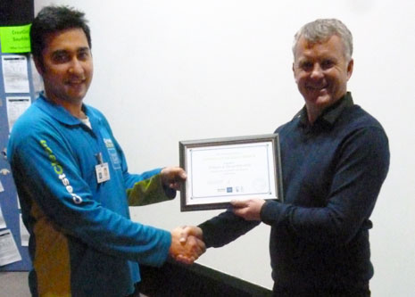Ashneer Datt receiving his 3 Year Long Service Award from CrestClean Managing Director Grant McLauchlan.