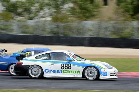 What a hot looking Porsche hitting high speeds at Pukekohe!