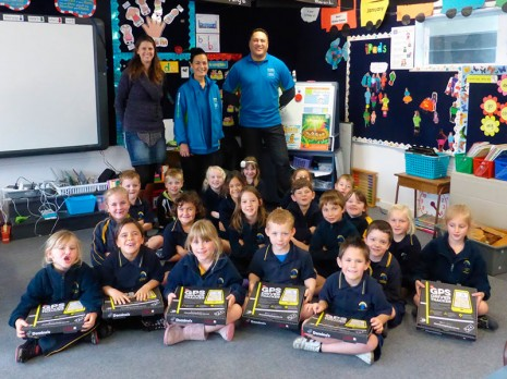 Room 1 at Parkvale School in Hastings enjoyed a pizza lunch for helping keep their classroom clean as part of Crest's Cleanest Classroom Competition. Hawkes Bay franchisees Sally and Junior Maoate made the special delivery.