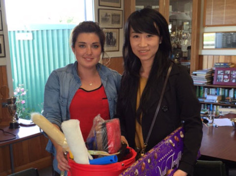 Gina Holland, from Waiwhetu Distributors, presented Christchurch South franchisee Annie Li with a raffle prize.