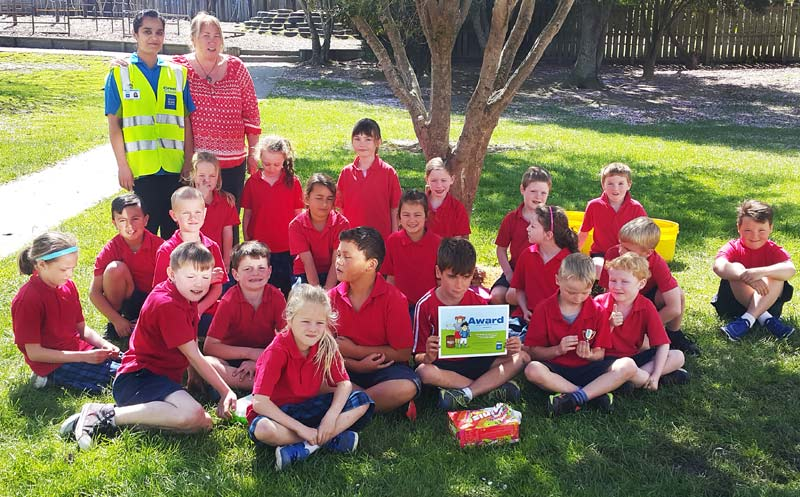 Crest franchisee Farina Shah hands out the Cleanest Classroom Award at Rosebank School in Balclutha. With her are Room 10 teacher Pam Farley and the junior pupils.